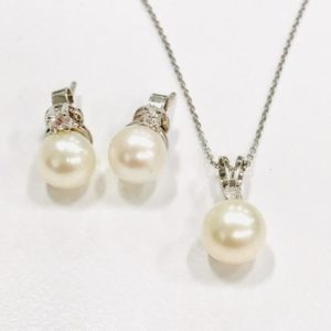 canadian diamond pearl and diamond earrings and pendant set
